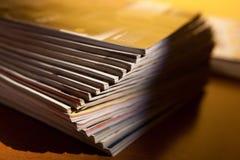Revues sur la table Photographie stock