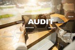 Rewizja biznesu pojęcie audytor zgodność Wirtualnego ekranu technologia Obrazy Stock