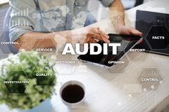 Rewizja biznesu pojęcie audytor zgodność Wirtualnego ekranu technologia Zdjęcia Stock