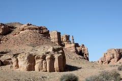 Rewolucjonistek skały i filary jar Charym Marsjański krajobraz fotografia royalty free