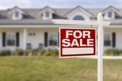 Rewolucjonistka Dla sprzedaży Real Estate znaka i Nowego domu Fotografia Royalty Free