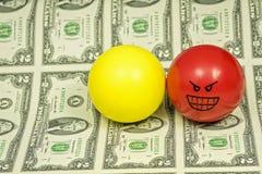 Rewolucjonistka i żółte stres piłki z osobowością na pieniądze obrazy royalty free