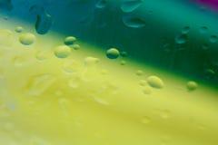 Rewolucjonistka koloru żółtego i zieleni wody kropli tło Zdjęcia Stock