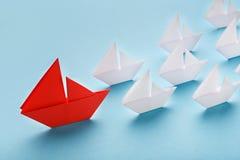Rewolucjonistka papierowi łódkowaci wiodący biali statki, panorama zdjęcie royalty free