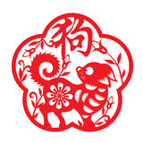 Rewolucjonistka papieru cięcia psa zodiak w ramy i kwiatu symboli/lów słowa sposobu Chińskim psie Zdjęcia Stock