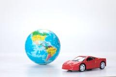 Rewolucjonistka zabawkarski wzorcowy samochód z światową kulą ziemską Obraz Royalty Free
