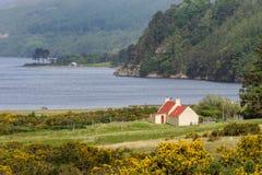 Rewolucjonistka zadaszał kabinę na wschodnim brzeg Loch miotła, Szkocja Fotografia Royalty Free