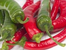 Rewolucjonistki i zieleni chili pieprze Zdjęcie Royalty Free