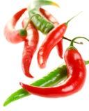 Rewolucjonistki i zieleni chili pieprze odizolowywający na bielu Obraz Royalty Free