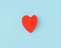 Rewolucjonistki origami papierowy serce na błękitnym tle Fotografia Stock
