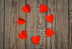 Rewolucjonistki origami papierowy serce na drewnianym tle Zdjęcia Royalty Free
