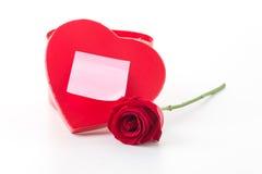 Rewolucjonistki róża z menchia papieru nutowym i czerwonym serca pudełkiem Fotografia Royalty Free