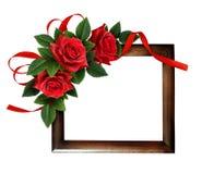Rewolucjonistki róży kwiaty i jedwabniczy tasiemkowy łęk Zdjęcie Royalty Free