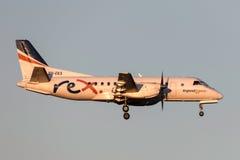 REX Airlines Saab exprès régional 340B VH-EKX à l'approche à la terre à l'aéroport international de Melbourne Photo stock