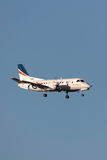 REX Airlines Saab exprès régional 340B VH-RXS à l'approche à la terre à l'aéroport international de Melbourne Photo libre de droits