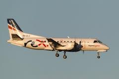 REX Airlines Saab exprès régional 340B VH-ZLH à l'approche à la terre à l'aéroport international de Melbourne Photographie stock libre de droits