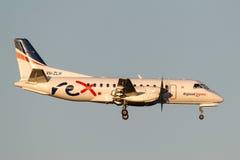REX Airlines Saab exprès régional 340B VH-ZLH à l'approche à la terre à l'aéroport international de Melbourne Images libres de droits
