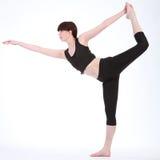 Rey Dancer Pose de la yoga de la mujer hermosa de la aptitud Imagen de archivo libre de regalías