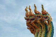 Rey del aislante de los Nagas en el fondo verde, bola de fuego de los Nagas Fotografía de archivo libre de regalías