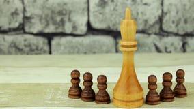 Rey del ajedrez y empeños negros almacen de video