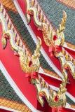 Rey del naga en el tejado tailandés del templo Imágenes de archivo libres de regalías