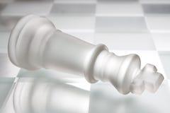 Rey en tarjeta de ajedrez fotografía de archivo libre de regalías