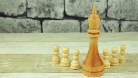 Rey grande del ajedrez y pequeños empeños almacen de video