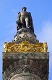 Rey Leopold I Statue en la columna del congreso en Bruselas. Fotografía de archivo
