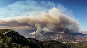Rey ogień w Santa Barbara okręgu administracyjnym Zdjęcia Stock