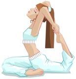 Rey Pigeon Pose Yoga hermosa de la muchacha Asana Rajakapotasana de la yoga Fotos de archivo libres de regalías