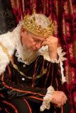 Rey preocupante en el trono Fotos de archivo