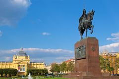 Rey Tomislav Statue en el parque en Zagreb, Croacia Foto de archivo