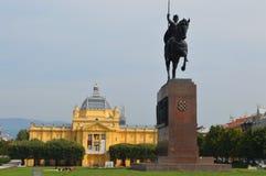 Rey Tomislav Statue en Zagreb Fotos de archivo