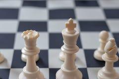 Rey y reina del primer del principio del ajedrez fotografía de archivo