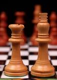 Rey y reina en tarjeta de ajedrez Imagen de archivo libre de regalías
