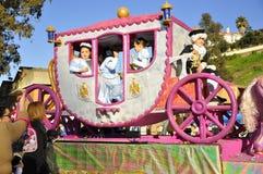 Reyes mágicos Parade, caballo rosado Imagenes de archivo