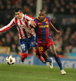 Reyes van strijd Atletico met Abidal van Barcelona stock foto