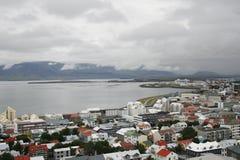 Reykjavik en Islandia cerca de la bahía Fotos de archivo