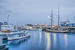 Reykjavik-Hafen an der Dämmerung lizenzfreie stockfotos