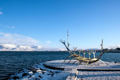 REYKJAVIK/ICELAND - 2月05日:太阳航海者在雷克雅未克冰岛 免版税图库摄影