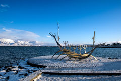 REYKJAVIK/ICELAND - 2月05日:太阳航海者在雷克雅未克冰岛 库存照片