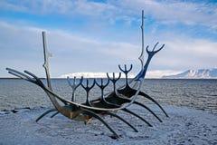 REYKJAVIK/ICELAND - 2月05日:太阳航海者在雷克雅未克冰岛 图库摄影