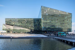REYKJAVIK/ICELAND - 2月05日:Harpa音乐会的外视图 免版税库存照片
