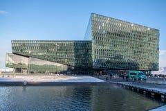 REYKJAVIK/ICELAND - 5. FEBRUAR: Außenansicht Harpa Concerts lizenzfreie stockfotos