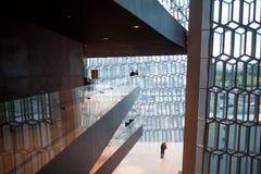 REYKJAVIK ICELAND, SIERPIEŃ, - 27, 2017: Harpa, filharmonia i centrum konferencyjne w Reykjavik, Obrazy Royalty Free