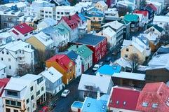 Reykjavik, Islândia - 22 de janeiro de 2016: Uma vista da torre da igreja de Hallgrimskirkja fotos de stock royalty free