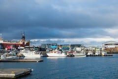 Reykjavik, Island - 13. Oktober 2017: Marinesoldat und Küstenregion mit Seehafenansicht Reisen Sie durch Lieferungs? Zieleinheit  stockbilder