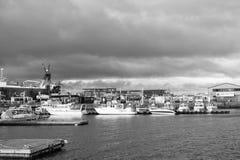 Reykjavik, Island - 13. Oktober 2017: Marinesoldat und Küstenregion mit Seehafenansicht Reisen Sie durch Lieferungs? Zieleinheit  stockbild