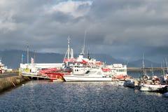 Reykjavik, Island - 14. Oktober 2017: Schiffe angekoppelt im Hafen Reisen Sie durch Lieferungs? Zieleinheit Marettimo Egadi Insel lizenzfreie stockfotografie