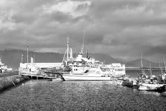 Reykjavik, Island - 14. Oktober 2017: Schiffe angekoppelt im Hafen Reisen Sie durch Lieferungs? Zieleinheit Marettimo Egadi Insel stockfotografie